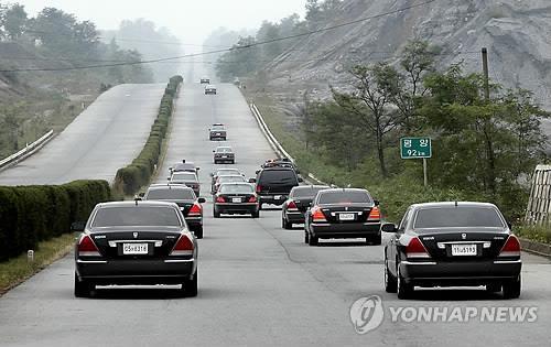 韩朝今起联合考察西部公路朝方路段