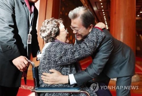 文在寅:慰安妇并非韩日外交问题