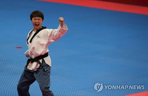 8月19日,在雅加达,尹智慧正在比赛中。(韩联社)