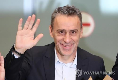 韩足新帅抵韩 头号目标锁定亚洲杯