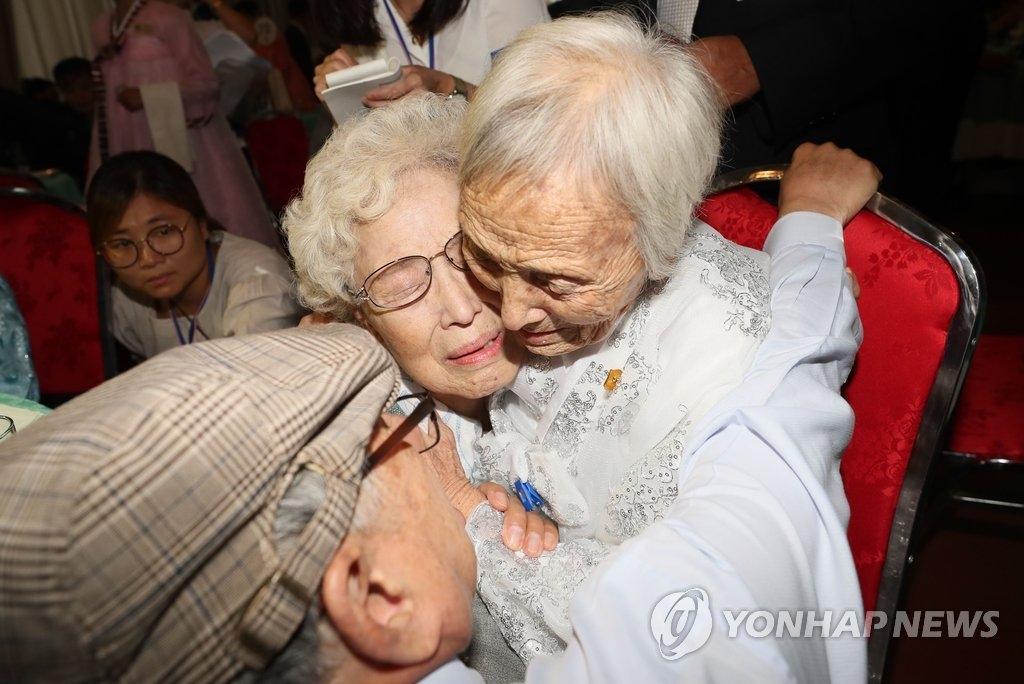 韩朝离散家属首轮会面结束