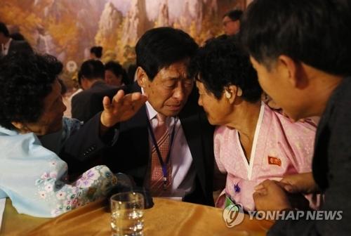 韩朝离散家属团聚活动进入第二天