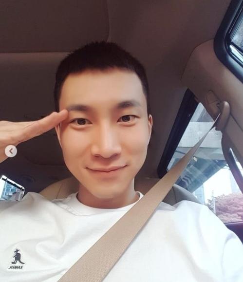 男团BTOB队长徐恩光今入伍