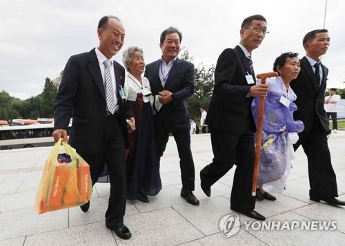 韩政府拟与朝方商讨离散家属定期团聚