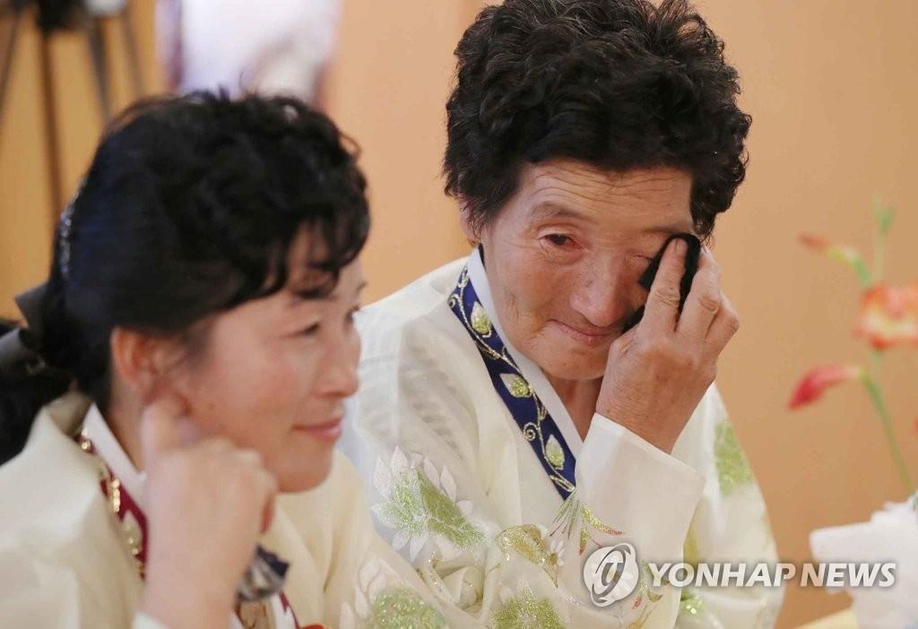 韩朝离散家属第二天会面结束 多名耄耋老者抱憾缺席