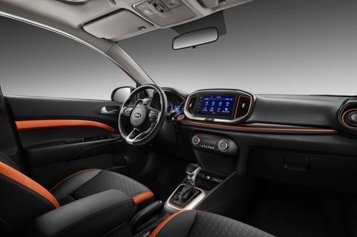 起亚汽车8月23日表示,日前针对中国年轻消费者推出全新入门级SUV奕跑(KX1)。图为新车内饰。(韩联社/起亚汽车提供)