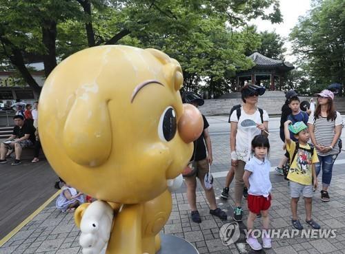 资料图片:访韩旅游的外国游客(韩联社)