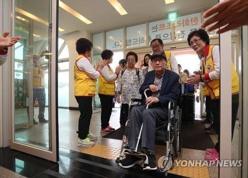 韩朝离散家属如期团聚 韩政府关注台风动态