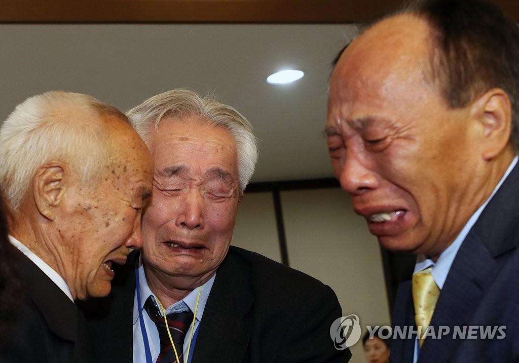 韩朝离散家属第二轮团聚开始 3天将共度12小时