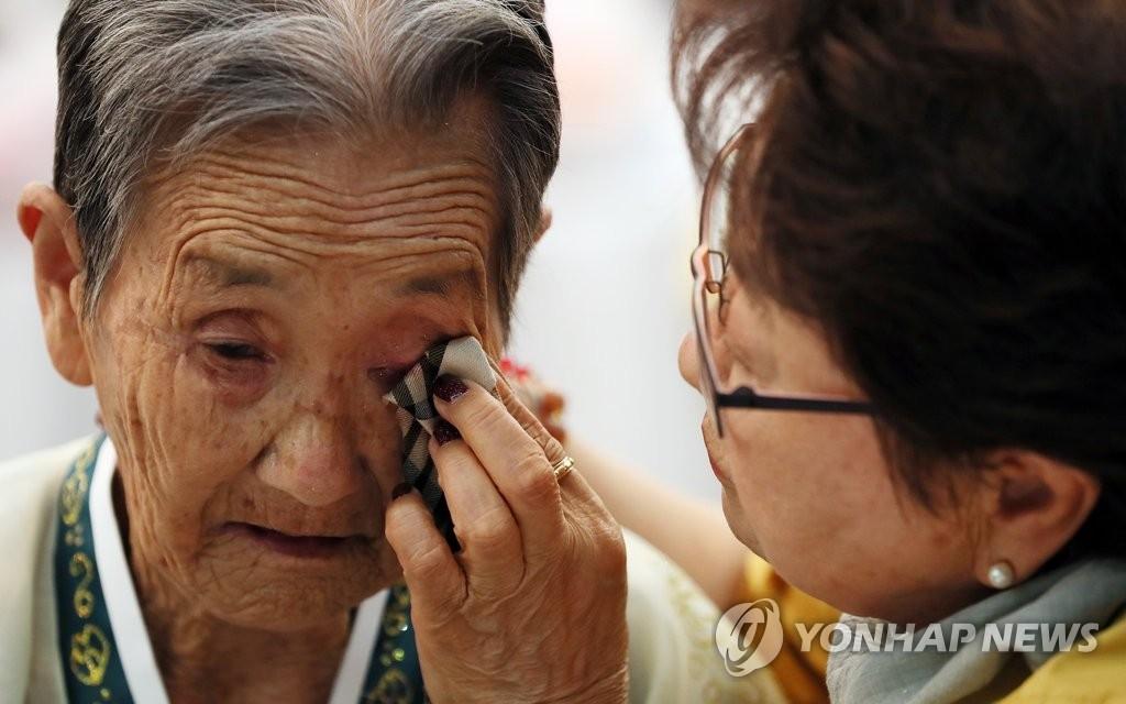 韩朝离散家属团聚今将结束 韩探亲团下午返回