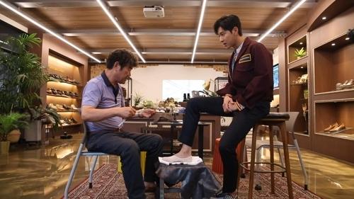 东方神起允浩为首尔圣水洞手工鞋做宣传