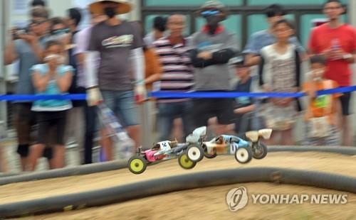 车辆模型竞速(韩联社)
