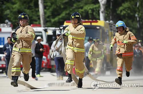 消防铁人比赛(韩联社)