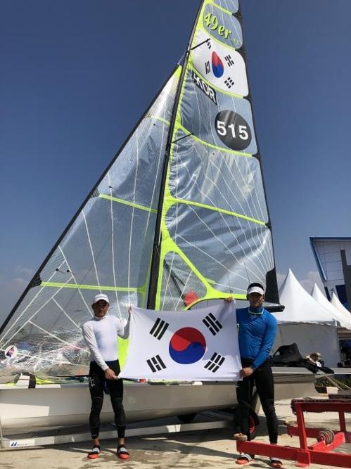 韩国选手蔡峰进/金东旭组合(韩联社/大韩帆船协会提供)