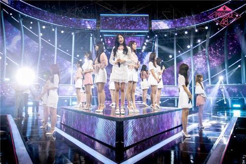 图为8月30日播出的韩国Mnet选秀节目《Produce 48》决赛现场。(韩联社/Mnet提供)