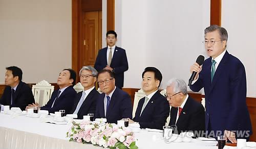 文在寅:将力推韩朝关系和朝美对话取得进展