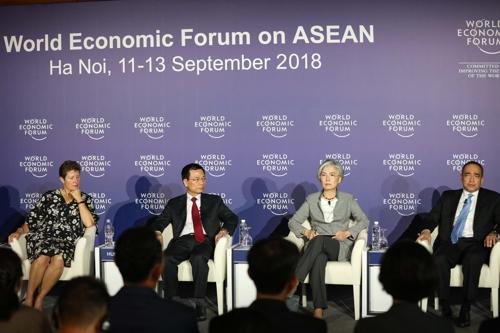 韩国外交部长官康京和11-13日作为联合主席参加在河内举行的世界经济论坛东盟会议。(韩外交部供图)