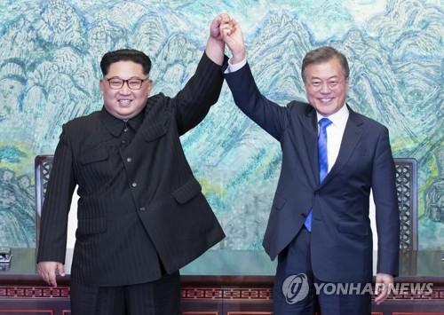 韩办首脑会谈新闻图片展祈愿半岛和平
