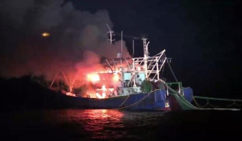 中国渔船在韩失火 8名渔民全部获救