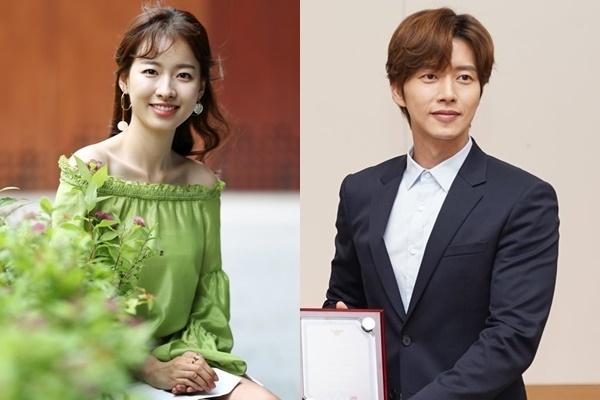 资料图片:演员李诗雅(左)和朴海镇(韩联社)