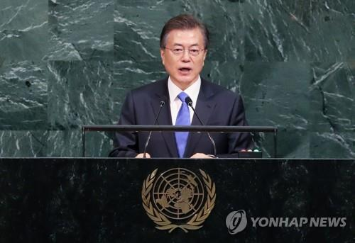 资料图片:当地时间9月21日,在纽约联合国总部,韩国总统文在寅在第72届联合国大会上发表主旨演讲。(韩联社)