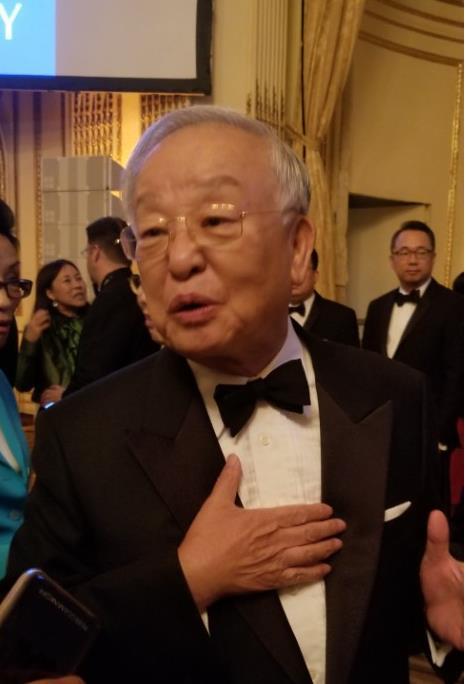 当地时间9月21日,在美国纽约曼哈顿,韩国CJ集团会长孙京植在韩国社会年度晚宴上答记者问。(韩联社)
