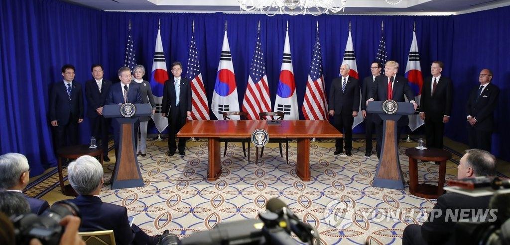 当地时间9月24日下午,在美国纽约乐天纽约皇宫酒店,韩国总统文在寅与美国总统特朗普举行会谈后发言。(韩联社)