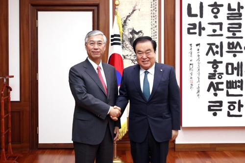 韩国国会议长文喜相会见中国驻韩大使邱国洪