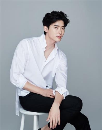 李钟硕担纲tvN新剧《罗曼史是别册附录》