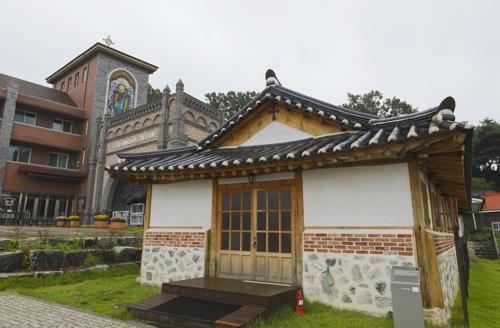 韩国传统与天主教东西合璧的建筑风格独树一帜。(韩联社记者成演在摄)