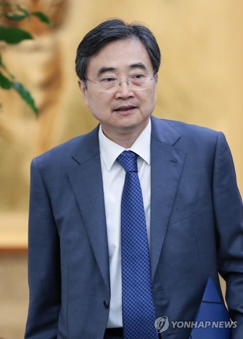 韩副外长赵显会见日本驻韩国大使