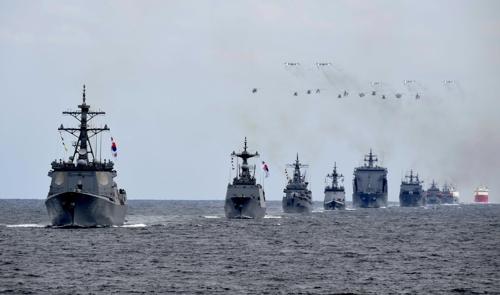 韩海军国际阅舰式在济州开幕