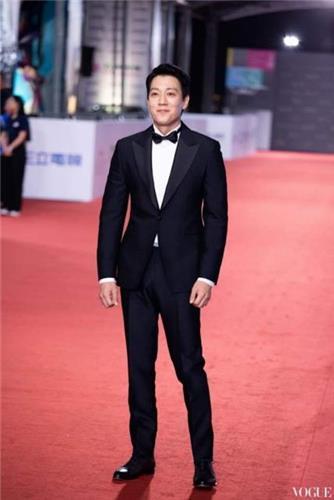 金来沅出席金钟奖颁奖礼。(韩联社/VOGUE供图)