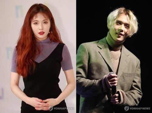 资料图片:金泫雅(左)和E'Dawn(韩联社)