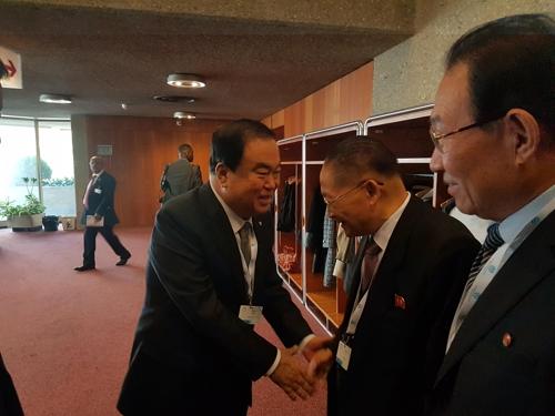韩朝代表在各国议会联盟大会期间举行会晤