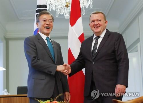 文在寅会见丹麦首相拉斯穆森