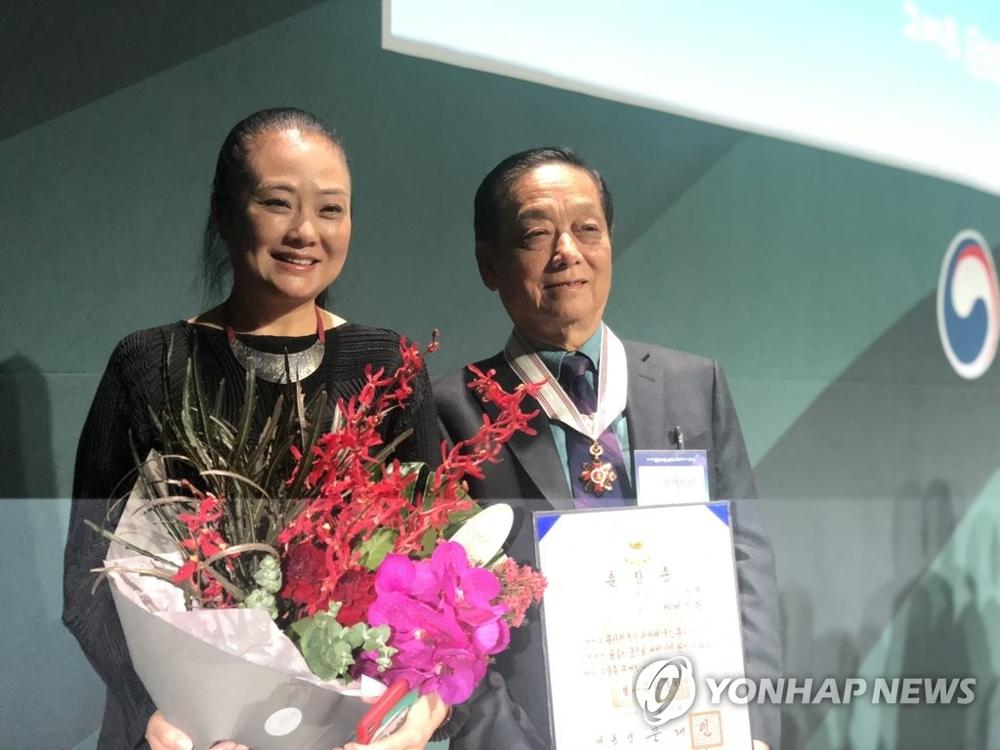 中国艺术家韩美林获授韩国文化勋章