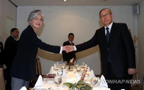 韩外长康京和会见天津市委书记李鸿忠