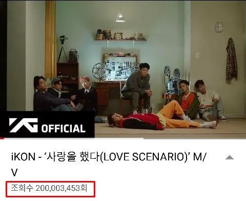 《LOVE SCENARIO》MV优兔截图(YG娱乐供图)