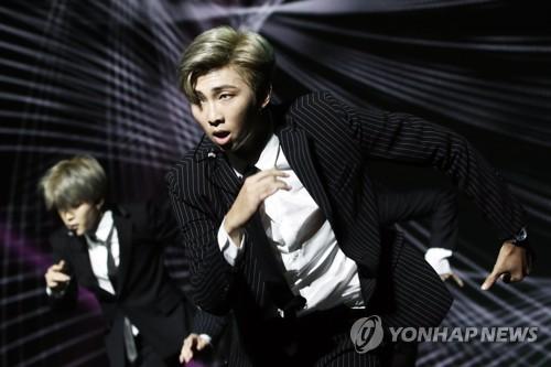 一周韩娱:RM登公告牌专辑榜第26 EXO新辑预售再破百万