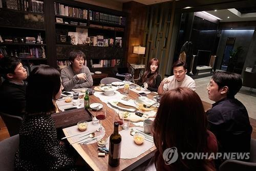 韩国票房:本土片《完美的他人》连续12天领跑