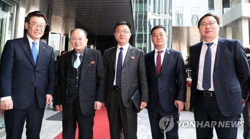 朝鲜亚太委副委员长参观韩国高科技园区