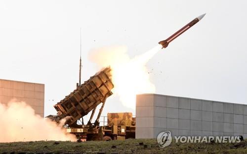 """资料图片:""""爱国者""""导弹发射现场照(韩联社)"""
