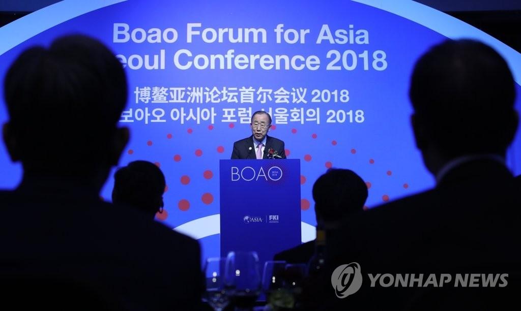11月19日下午,2018博鳌亚洲论坛首尔会议欢迎晚宴在首尔三岛举行。博鳌亚洲论坛理事长潘基文出席活动并致欢迎词。(韩联社)
