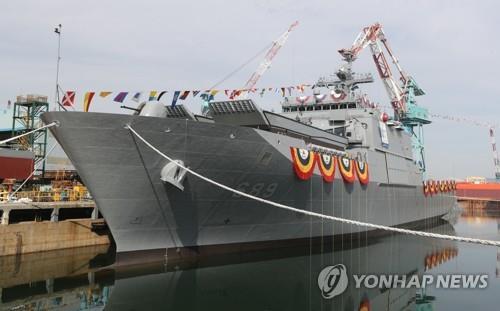 """韩海军接收第四艘新型登陆舰""""露积峰舰"""""""