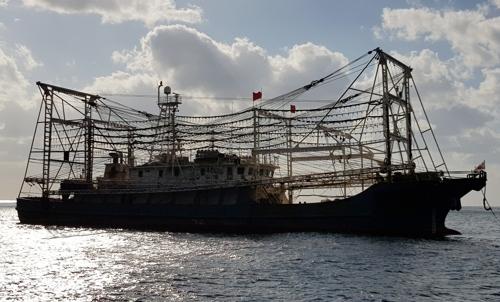 中国渔船(韩联社/东海海洋警察署供图)
