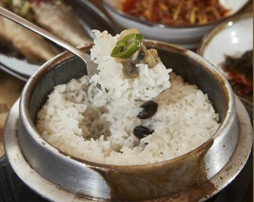 油润光泽的利川米饭(韩联社)