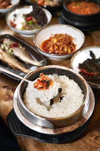 色香味俱全的石锅蒸饭(韩联社)