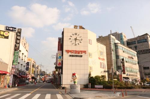 小鬼铁路市场(韩联社记者成演在摄)