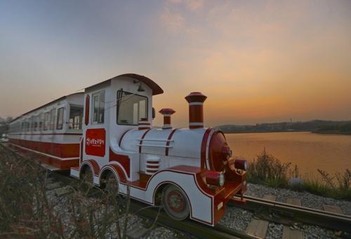 韩京畿义王游:青山绿水作伴 列车夕阳浪漫